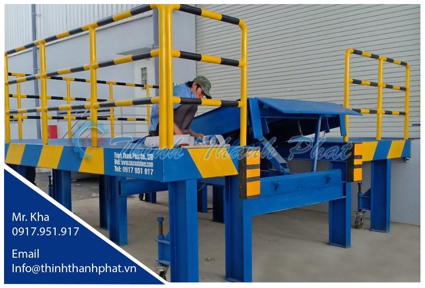 Bàn nâng cơ khí - Dock leveler cơ khí