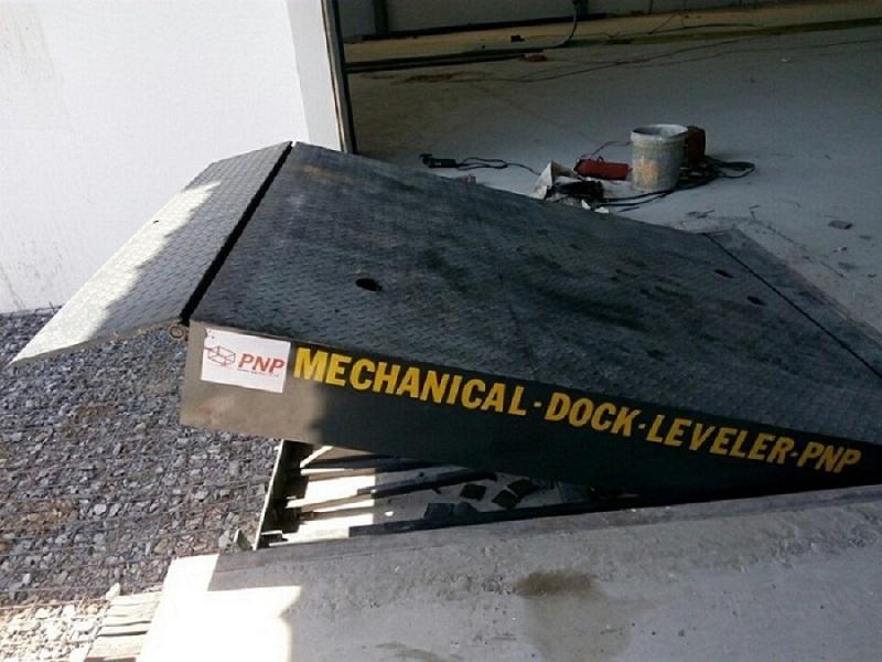 Dock leveler cơ khí (Mechanical dock leveler)